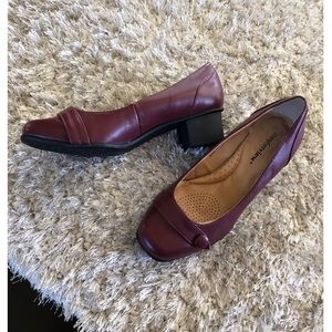 Comfortview Burgundy Shoes Size 8.5 Wide